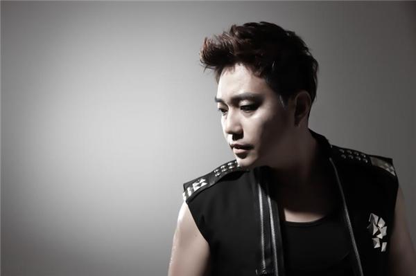 Cùng với hai nhóm nhạc kể trênlà sự hiện diện của nam ca sĩ hào hoa YJB (Yeon Jun Beom). Anh cũng từng đến Việt Nam biểu diễn. - Tin sao Viet - Tin tuc sao Viet - Scandal sao Viet - Tin tuc cua Sao - Tin cua Sao