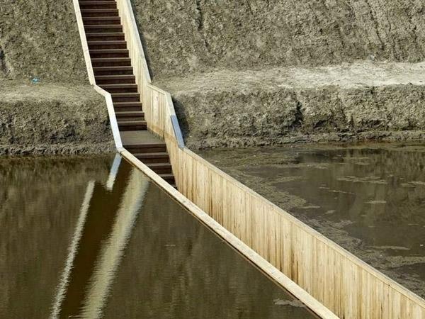 Những bậc thang dẫn lối xuống hào. (Ảnh: Internet)