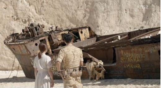 Cảnh quay lãng mạn khiến người hâm mộ háo hức tìm tới bãi biển đắm tàu này. (Ảnh: Internet)