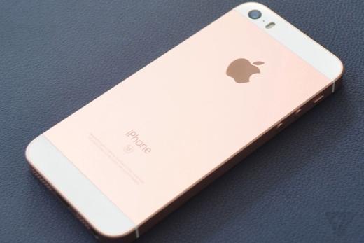 Mẫu iPhone mới này có thêm màu hồng.(Ảnh: The Verge)