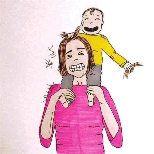 Và chịu cảnh con bức tóc hay cào mẹ trầy xước. (Ảnh: Internet)
