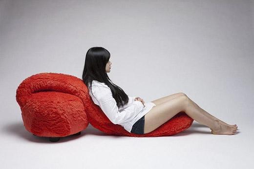 Được làm bằng chất liệu lông mềm cao cấp, chiếc ghế luôn biết cách nâng niu chủ nhân của nó. (Ảnh: Internet)