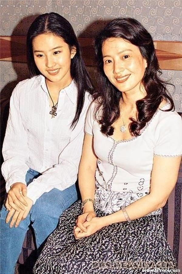 Những mĩ nhân Hoa ngữ được di truyền nhan sắc kiều diễm từ mẹ