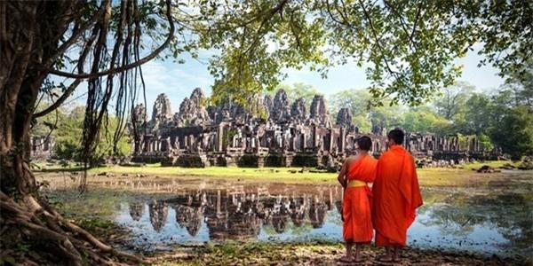 5. Siem Reap, Campuchia: Là cửa ngõ đến khu di tích Angkor, Siem Reap đón một lượng lớn khách tham quan hàng năm. Khu di tích Angkor từng là nơi tập trung quyền lực của vương quốc Khmer trong giai đoạn thế kỷ 9-15. Du khách sẽ được khám phá tổ hợp phức tạp trải rộng hơn 400 km2, chiêm ngưỡng ngôi đền Angkor Wat nổi tiếng. Ảnh: Businessinsider.