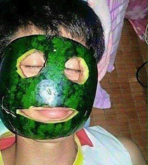 Vỏ dưa hấu cũng dùng để đắp mặt nạ được đấy. (Ảnh: Intenet)