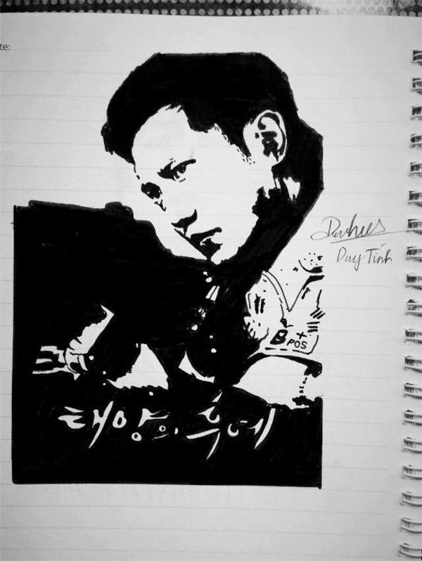 """Bức tranh thượng sĩ Seo Dae-young được vẽ bằng bút kim của Lê Công Duy Tính (sinh năm 1998, quê Gia Lai) khiến dân mạng thích thú bởi chất liệu độc đáo. Duy Tính chia sẻ: """"Mình là fan của phim Hậu duệ mặt trời nên rất vui khi vẽ chính thần tượng. Khi thực hiện, mình tưởng tượng nhân vật trong phim và vẽ theo cảm nhận, nên hầu như không gặp khó khăn gì nhiều"""". Ảnh: Lê Công Duy Tính."""