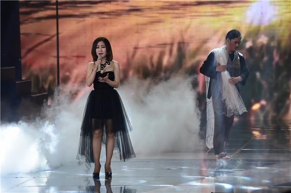 Màn trình diễn Papa đầy cảm xúc của nữ ca sĩ khiến nhiều người phải rơi lệ. - Tin sao Viet - Tin tuc sao Viet - Scandal sao Viet - Tin tuc cua Sao - Tin cua Sao