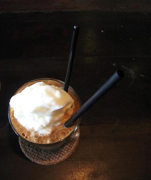 Cafe cốt dừa chỉ mới xuất hiện gần đây ở Sài Gòn. (Ảnh: Internet)