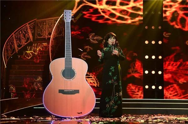 """Trong suốt khoảng hai thập niên 1960-1970, cô cùng với Hoàng Oanh là cặp danh ca nổi tiếng nhất của dòng nhạc trữ tình quê hương. Và hiện nay, Phương Dung cùng với Giao Linh, Hương Lan, Phi Nhung… là những nữ ca sĩ của dòng nhạc quê hương """"đắt giá"""" nhất."""
