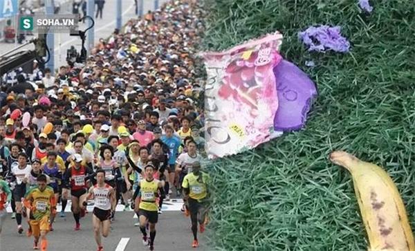 Những bãi rác tại hiện trường nơi diễn ra giải marathon cũng nhanh chóng trở thành đề tài để cư dân mạng đưa ra thảo luận. (Ảnh: Internet)