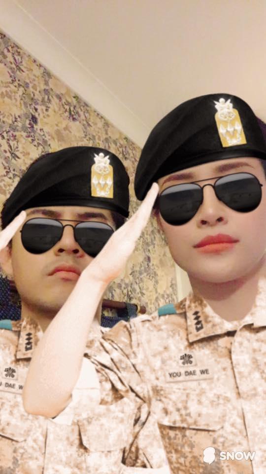 """Biều cảm """"ngầu"""" của cặp đôi Đông Nhi và Ông Cao Thắng khiến fan cười nghiêng ngả. - Tin sao Viet - Tin tuc sao Viet - Scandal sao Viet - Tin tuc cua Sao - Tin cua Sao"""