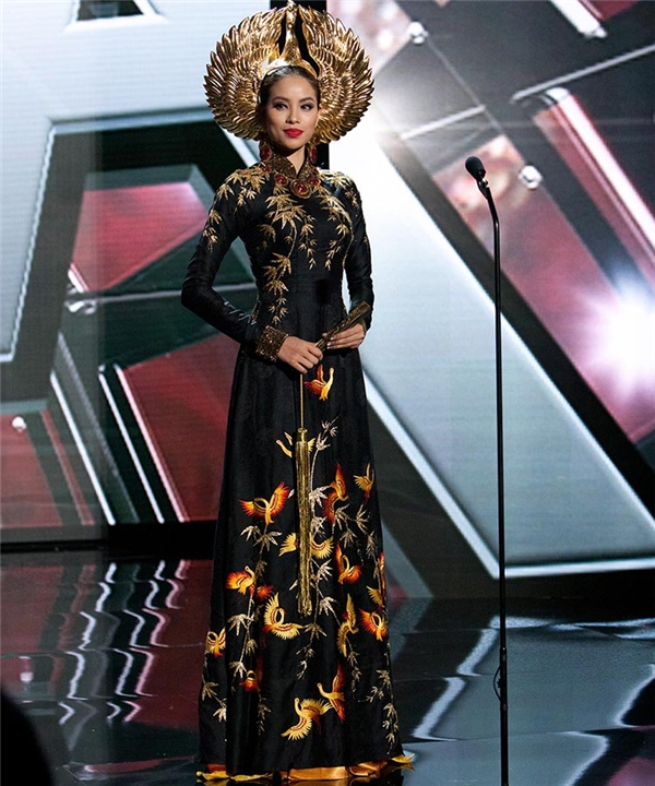 Mới đây, phía Thuỳ Nam cũng đã hé lộ quốc phục của cô tại Miss Beauty Doll 2016 với ý tưởng từ vẻ đẹp của loài chim công. Qua những hình ảnh ban đầu, mẫu thiết kế này khá giống với trang phục truyền thống của Phạm Hương tại Hoa hậu Hoàn vũ 2015.