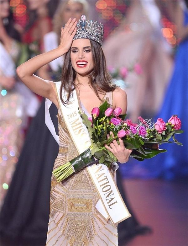 Người chiến thắng danh hiệu Hoa hậu đẹp nhất năm 2015 (Miss Grand Slam 2015) là Hoa hậu Siêu quốc gia 2015 Stephania Vasquez Stegman (người Paraguay). Ngay cả trong đêm chung kết Hoa hậu Siêu quốc gia vào cuối năm vừa qua, chiến thắng của người đẹp này cũng khiến khán giả, thí sinh còn lại bất ngờ. Điều đặc biệt hơn cả, Hoa hậu Hoàn vũ 2015 và Hoa hậu Thế giới 2015 đều không có mặt trong danh sách top 5 chung cuộc.