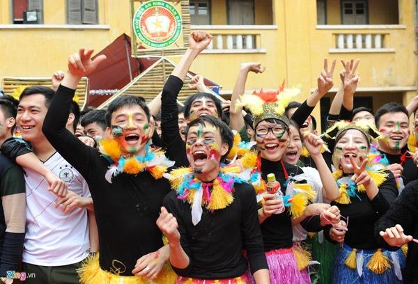 Để chuẩn bị cho hội thi, 6 chuyên khoa của học viện đã tập trong hai tuần, với biên đạo và trang phục chuyên nghiệp.