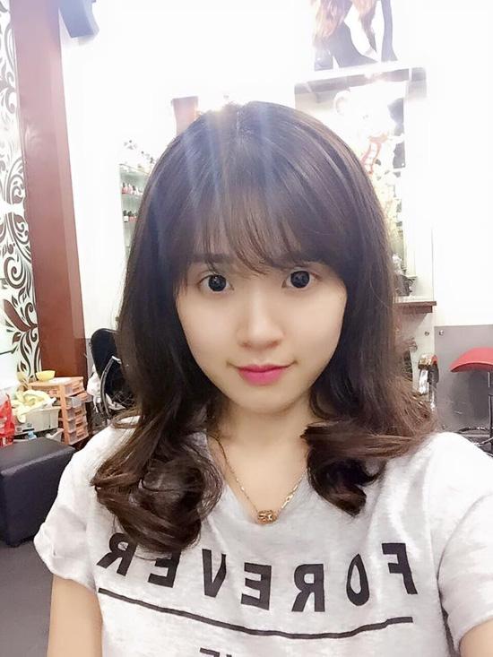 Midu cũng là một trong những mĩ nhân ghi điểm tuyệt đối với mốt tóc đến từ xứ sở kim chi. Nữ diễn viên trông như những cô gái tuổi teen với vẻ ngoài rạng rỡ, thu hút.