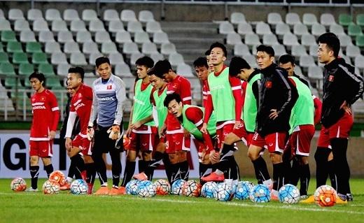 Trước khi kết thúc buổi tập, toàn đội rèn khả năng dứt điểm trước khung thành để tạo cảm giác bóng trước trận đấu lúc 21h tối 29/3 (theo giờ Việt Nam).