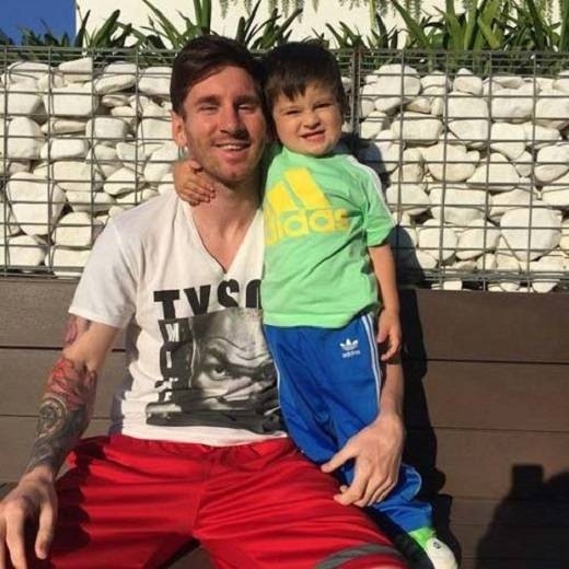 Messi cho con làm những gì thích. (Ảnh: Internet)