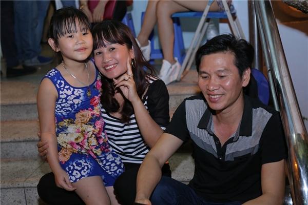 """Cả gia đình """"ngôi sao vi diệu""""Lê Thị Dần cũng đến ủng hộ cho chị và Trấn Thành. - Tin sao Viet - Tin tuc sao Viet - Scandal sao Viet - Tin tuc cua Sao - Tin cua Sao"""