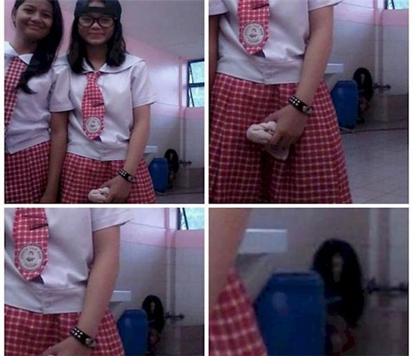 Đừng bao giờ chụp hình trong nhà vệ sinh. (Ảnh: Internet)