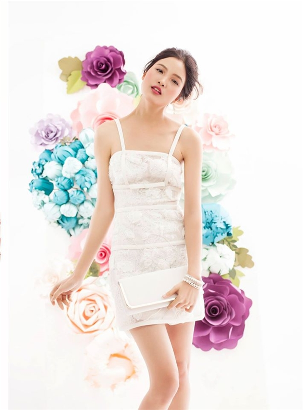 """Trưởng thành từ Vietnam's Next Top Model 2013, Chà Mi đã gặt hái được nhiều thành công trong nước lẫn thị trường quốc tế. Chính vì thế, cô nàng đã được """"chọn mặt gửi vàng"""" cho vai trò hình ảnh đại diện của Tuần lễ thời trang danh giá này."""