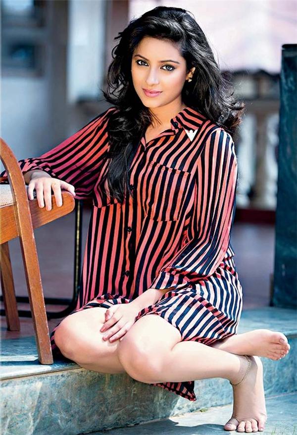 Anandi là vai diễn đầu tiên của người đẹp sinh năm 1991, cũng là vai diễn giúp cô thành danh.