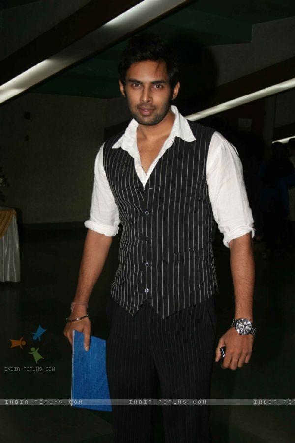 Rahul còn được biết đến là một cầu thủ chơi cricket chuyên nghiệp. Anh từng chơi ở các giải đấu cấp bang ở Ấn Độ cho độiTeam Captain, sánh vai bên cạnh ngôi sao nổi tiếng Mahendra Singh Dhoni.
