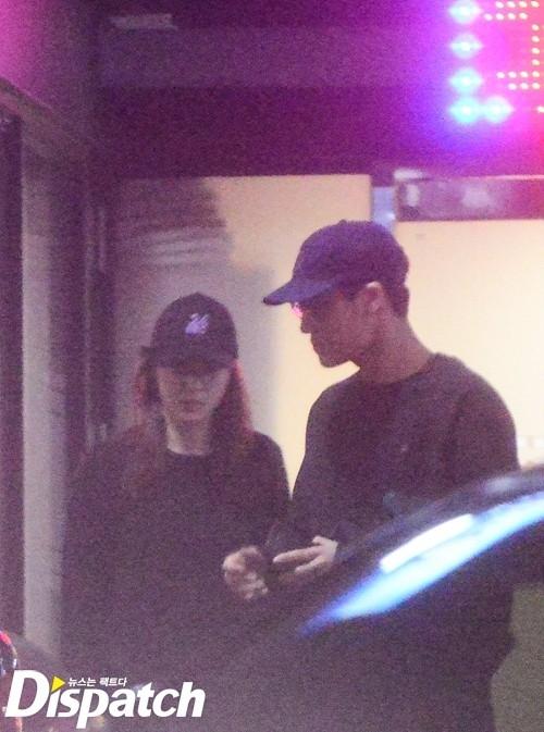 Fan cuồng tung ảnh tình tứ của Kai và Krystal