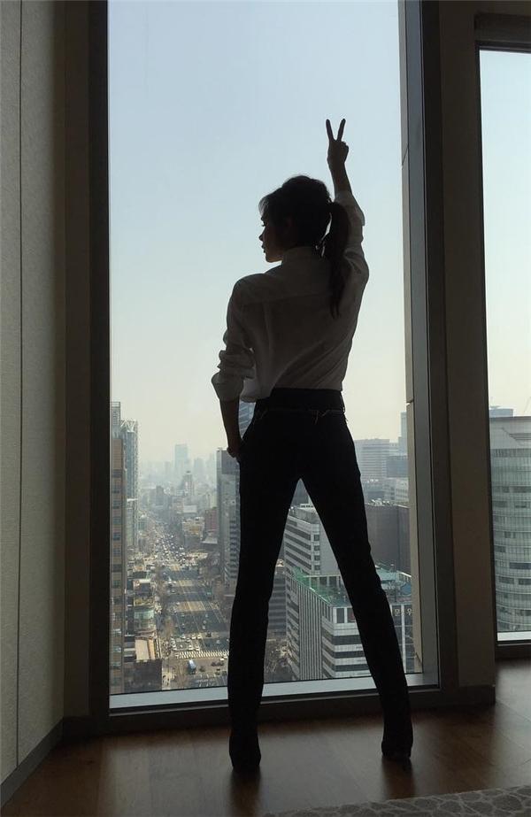 Victoria Beckham khoe dáng nuột như gái đôi mươi