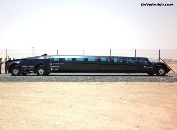 Nó có chiều dài 15m, rộng 2,5m và cao 1,65m.