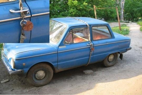 """Khóa xe như thế này không chắc có an toàn hơn không nhưng đảm bảo là """"bá đạo"""" hơn rồi đấy. (Ảnh: Internet)"""