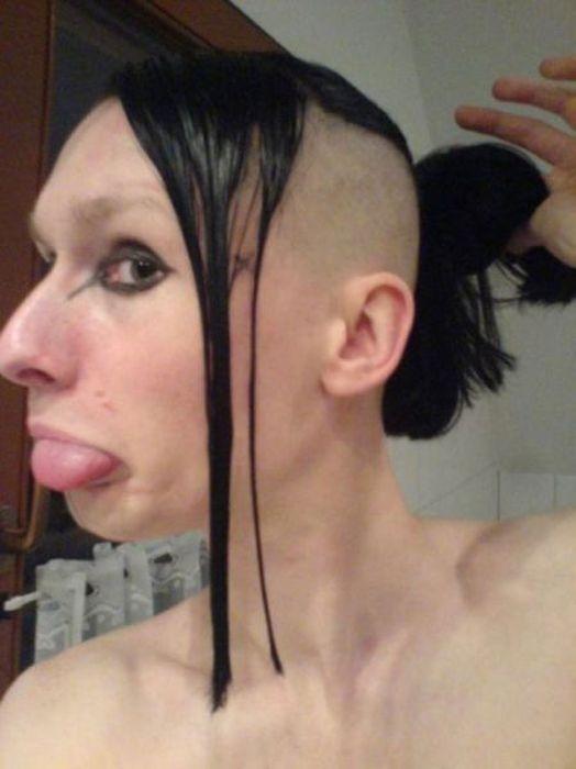 Tóc mái dài kết hợp undercut và lại còn buộc lên nữa. Dường như đây là trào lưu hiếm người dám theo. (Ảnh: Internet)