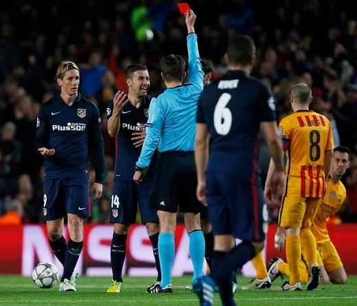 Tấm thẻ đỏ của Torres đã làm đảo lộn mọi thứ. (Ảnh: Getty Images)