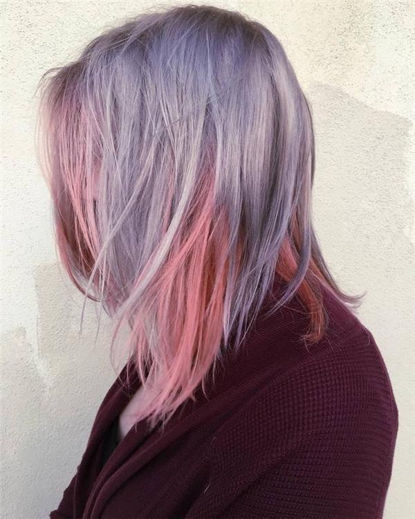 Lớp tóc hồng ấm áp lấp ló dưới lớp tóc xanh bên trên sẽ tạo cho bạn vẻ ngoài vô cùng phá cách và ấn tượng. (Ảnh: Internet)