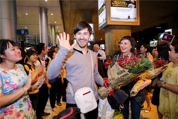 Khánh My – S.T háo hức chào đón vũ công quốc tế diễn tại Vip dance