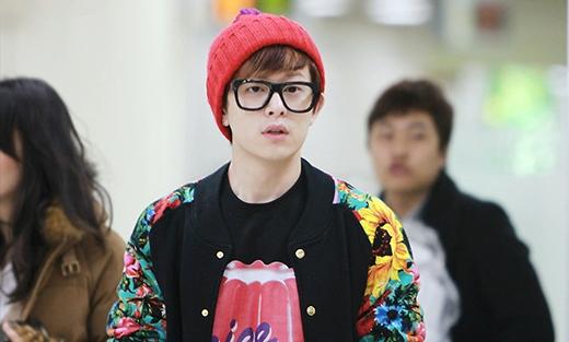 Ai có thể kiềm lòng trước những chàng trai đeo kính như thế này chứ? (Ảnh: Internet)