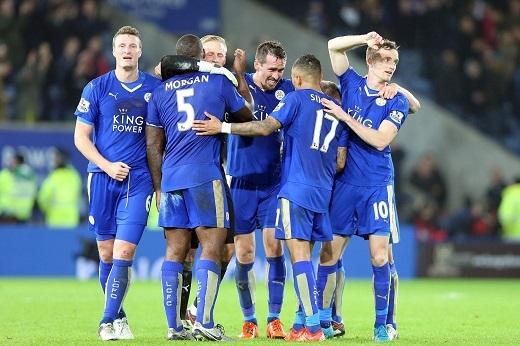 """Leicester City đang """"bay cao"""" nhờ sựnỗ lực của tập thể. (Ảnh: The Sun)"""