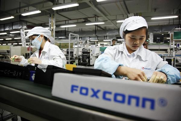 Nhân viên củaFoxconnphải làm việc trong yên lặng suốt 12 giờ mỗi ngày, 6 ngày một tuần.(Ảnh: Internet)