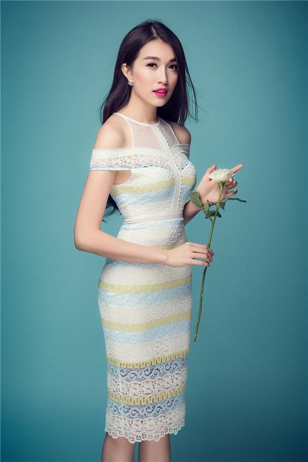 Váy ren- món đồ không thể thiếu của phái đẹp trong hè này!