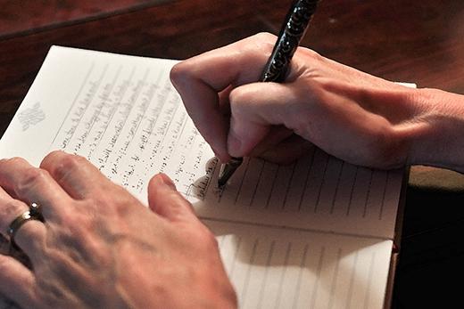 Những người có chữ viết nhỏ thường dễ mắc cỡ và rất tỉ mỉ. (Ảnh: Getty Images)