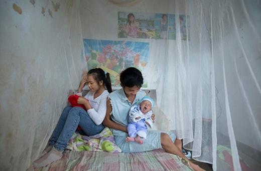 'Không bé gái nào tôi từng gặp bị ép phải kết hôn. Thông thường, các em đến với nhau vì tình yêu, hoặc trong một số trường hợp là do bạn gái mang thai. Nhiều cặp đôi đã hẹn hò từ khi học tiểu học', phóng viên Muyi Xiao cho biết.