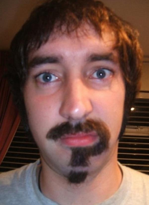 3. Đừng hỏi, vì chính anh cũng không hiểu bộ râu của mình.
