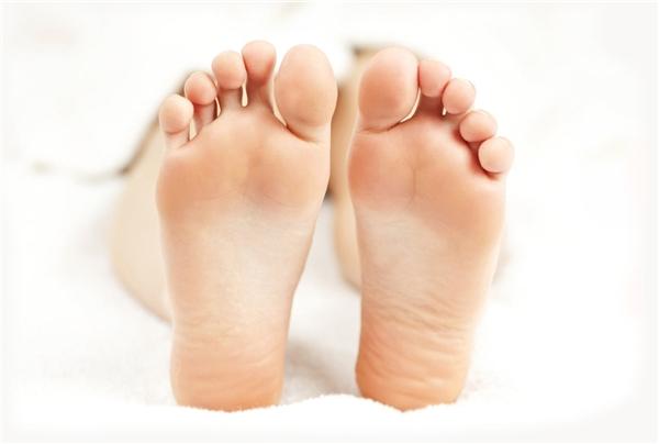 """Bàn chân có """"rùa"""" là bàn chân có chỗ lõm sâu ngay chính giữa lòng bàn chân.(Ảnh: Internet)"""
