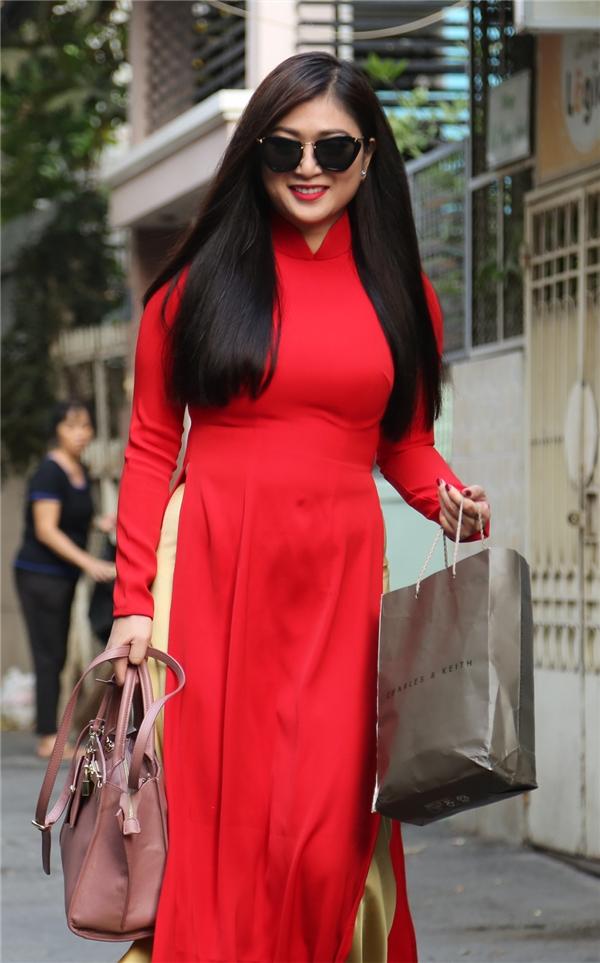 Thanh Trúc rạng rỡ trong bộ áo dái đỏ rực - Tin sao Viet - Tin tuc sao Viet - Scandal sao Viet - Tin tuc cua Sao - Tin cua Sao