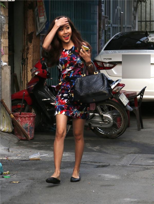 Dàn bưng quả bên nhà gái cũng là những nữ diễn viên xinh đẹp, nổi tiếng như Tường Vi - Tin sao Viet - Tin tuc sao Viet - Scandal sao Viet - Tin tuc cua Sao - Tin cua Sao