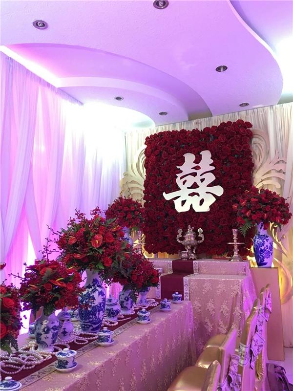 Không gian lễ rước dâu của người đẹp Thuý Diễm được bàitrí khá đơn giản. - Tin sao Viet - Tin tuc sao Viet - Scandal sao Viet - Tin tuc cua Sao - Tin cua Sao