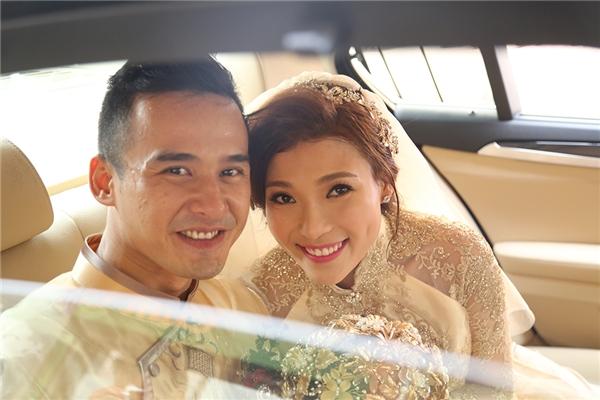 Hai vợ chồng liên tục trao nhau những nụ hôn ngọt ngào - Tin sao Viet - Tin tuc sao Viet - Scandal sao Viet - Tin tuc cua Sao - Tin cua Sao