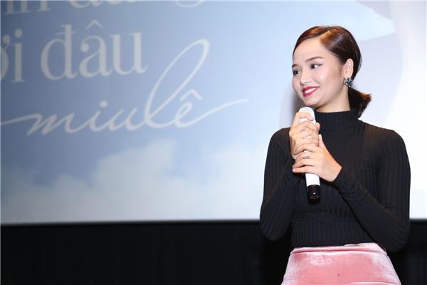"""Miu Lê hài hước chia sẻ nếu sau 3 tháng mà tên tuổi của cô không nổi tiếng và được mọi người quan tâm thì cô sẽ """"tính sổ"""" với Trịnh Thăng Bình."""