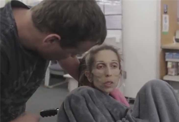 Dù Rachael cần gì thì Rod luôn cố gắng đáp ứng cho cô. (Ảnh: YouTube)