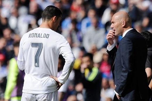 Ronaldo tỏa sáng rực rỡ với cú hat-trick, trong đó có một siêu phấm từ đá phạt.