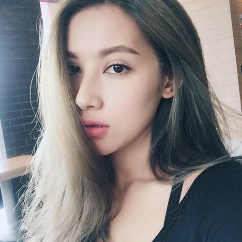 Mày cong kiểuKatun là phong cách trang điểmchung của hầu hết các cô gái Thái. (Ảnh: Internet)